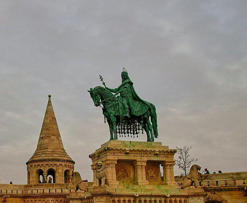 Estatua rey San Esteban