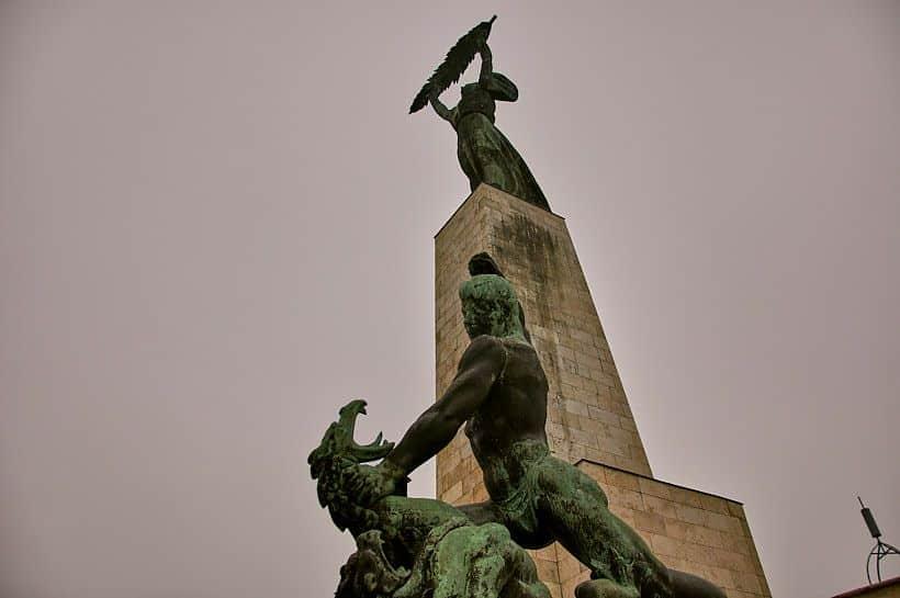 estatua de la libertad budapest