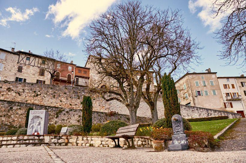 entrada pueblo castelnau de montmiral