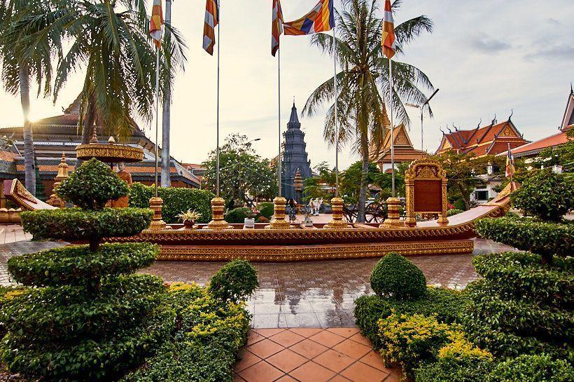 Wat Pagoda Damnak