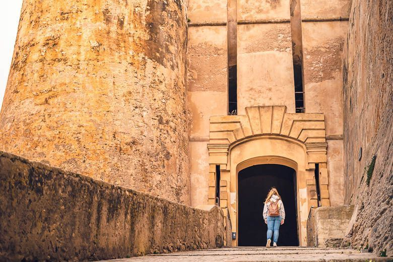 entrada murallas bonifacio