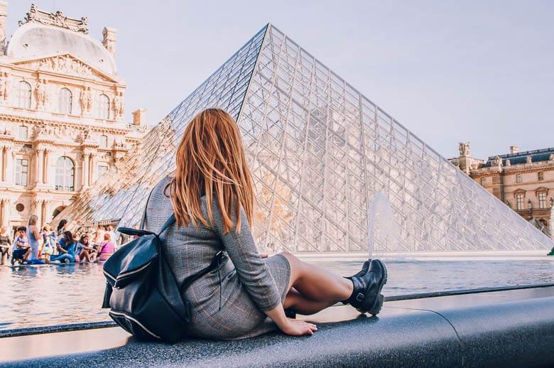 piramide museo del louvre
