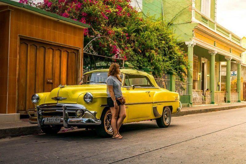 calle coche clásico cienfuegos