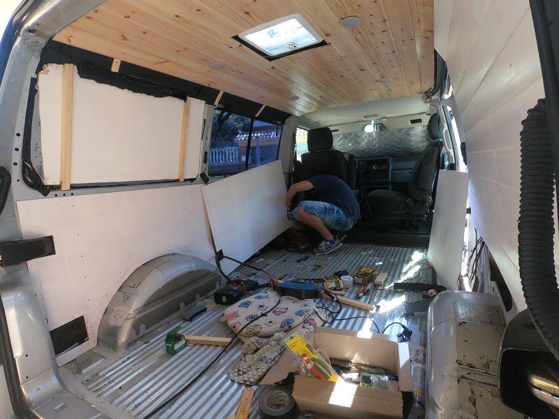 colocar contrachapado furgoneta