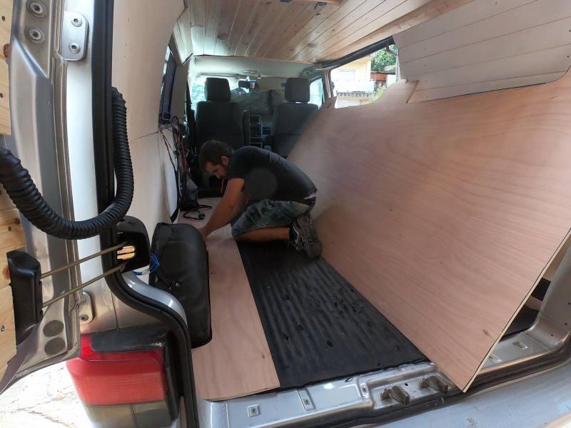 Suelo furgoneta camper