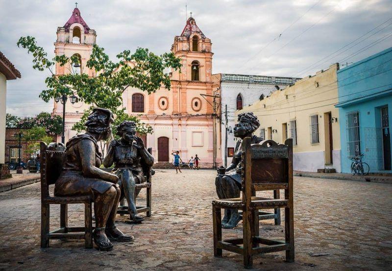 estatuas las chismosas plaza camagüey