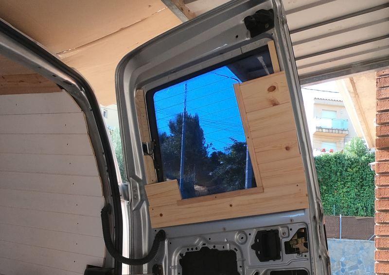 friso pino puertas furgoneta