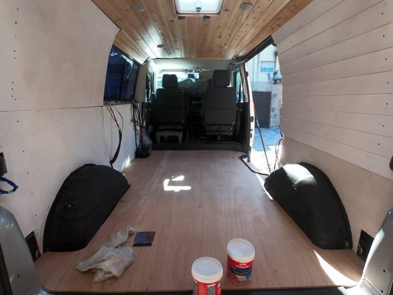 suelo de madera para furgoneta