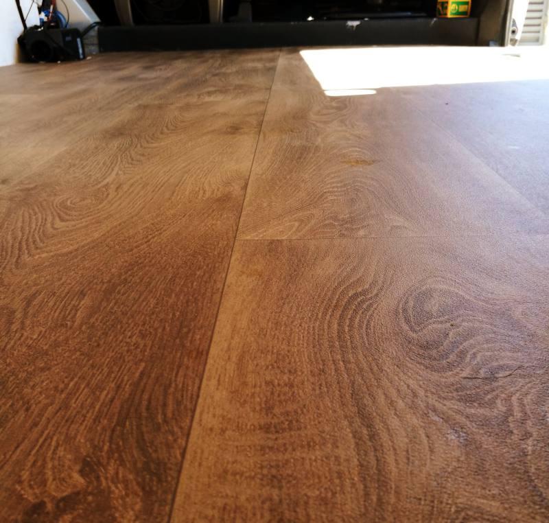 suelo vinilo efecto madera