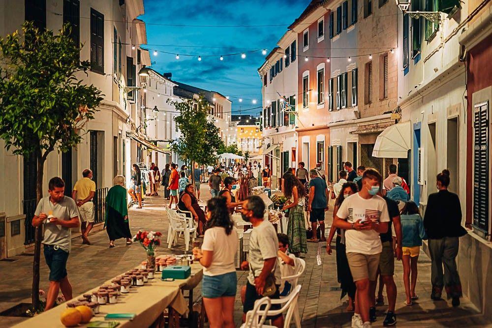 mercado nocturno es mercadal menorca